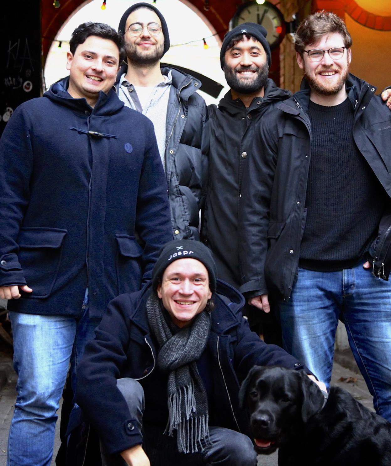 Das Jaspr-Team: CTO Tobias Ottenweller, Tom Sammons, Co-Gründer Steve Duncan, CEO Noel Wigdor, Louis Reinhardt und DEO Captain Gordon.